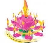 Sviatočný hrajúci kvet s otáčajúcimi sviečkami